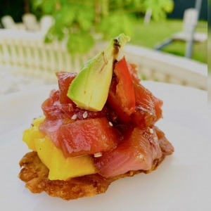 Have you tried our Ahi Bites? They're the perfect light lunch on a hot day!🌺  We marinate fresh Ahi tuna in a sesame/soy blend, then pile it, along with avocado and refreshing mango, on a crispy patacones. 🐟  It's the perfect blend of summertime tastes and textures! Stop by and try it today...we can't wait to serve you! 🥰